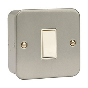 Essentials CL011 10AX 1 Gang 2 Way Plate Switch