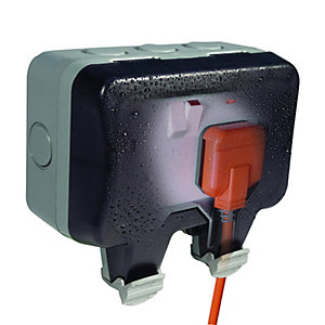 Bg WP22-01 13A 2 Gang Double Pole Switched Socket